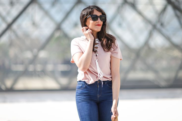 how to wear loose jeans to look stylish